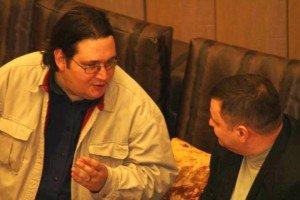 """Cu Alex Savitescu la o prezentare publică a rubricii """"Momente și spițe"""", Iași, 15 martie 2014 (Foto: Răzvan Constantinescu)"""