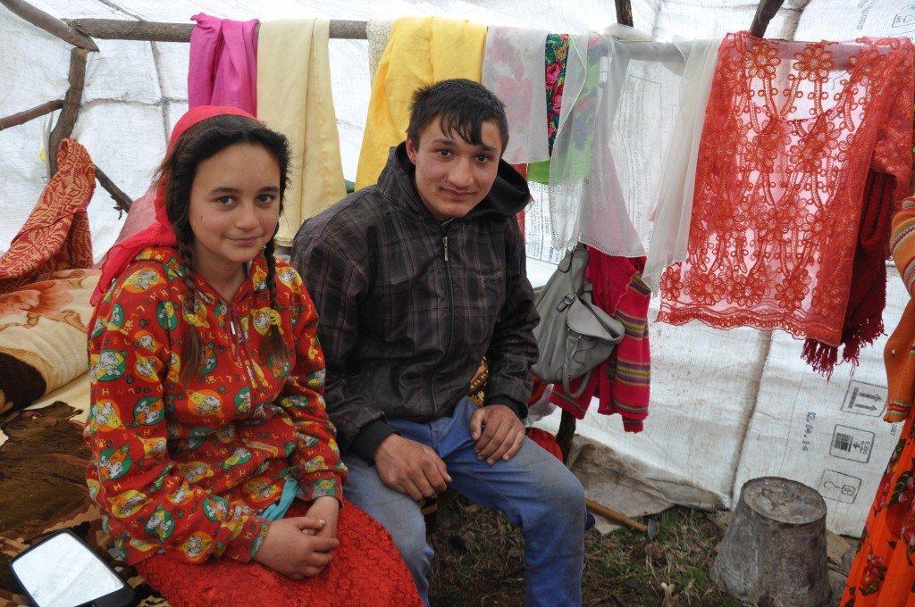 Tasia (12 ani) și Marius (16 ani), proaspăt căsătoriți, au în față un viitor fără strălucire
